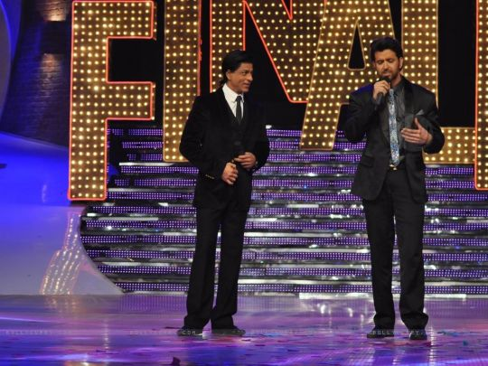 161778-shah-rukh-khan-and-hrithik-roshan-at-the-finale-of-just-dance-a.jpg