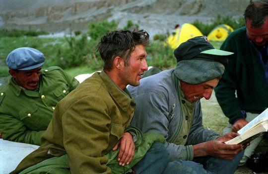 800px-Uyghur_camel_drivers_in_Xinjiang