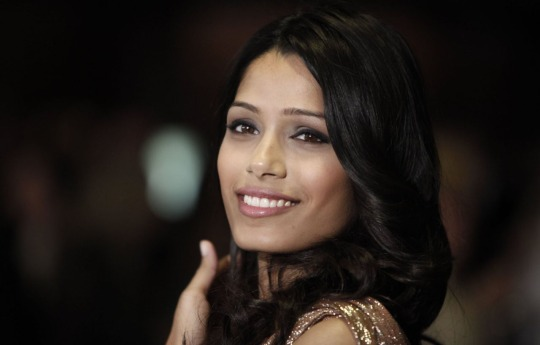 freida_pinto_great-smile-actress-imortals-hd-screensaver-desktop-wallpaper_background