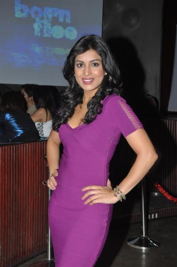 photo: bollywood-dhamaal.com Newcomer Pallavi Sharda