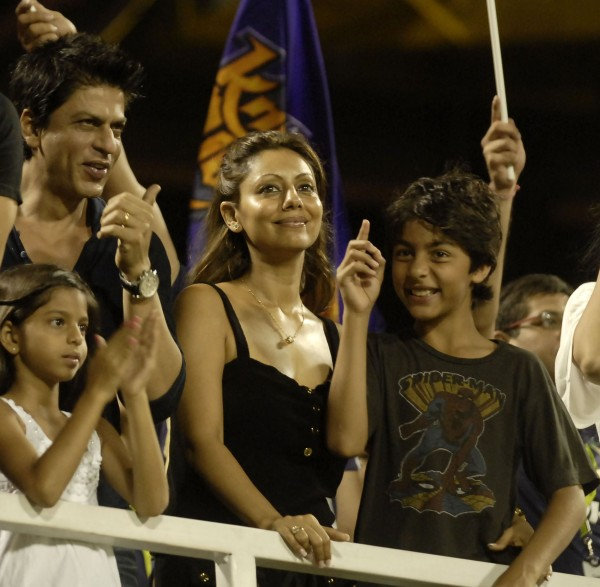 photo: stuffkit.com SRK and family