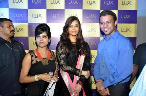 aishwarya-rai-bachchan-a-lux-event-in-delhi_138139882810